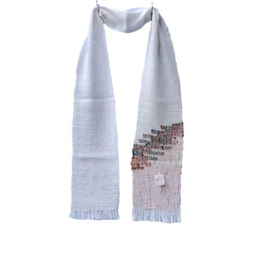 Ročno tkan bel šal